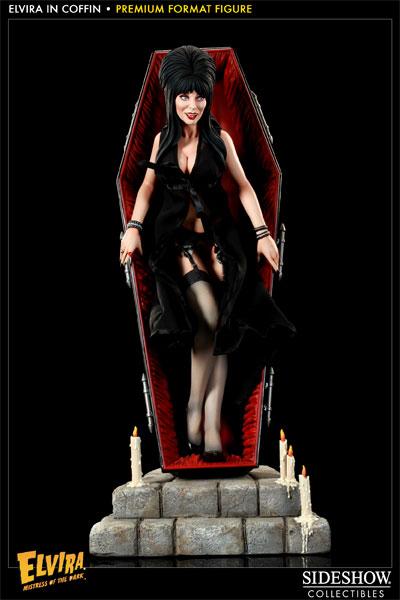 [Bild: 300025-elvira-in-coffin-001.jpg]