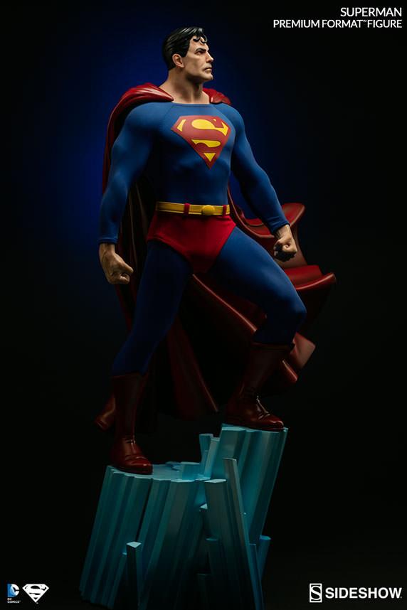 DC Comics Superman Premium Format Figure by Sideshow Collect