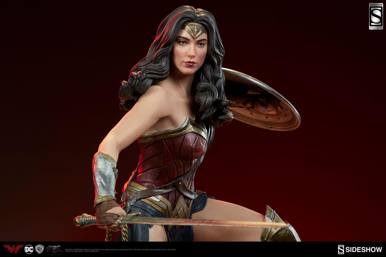 Wonder Woman Premium FormatTM Figure