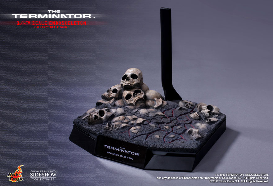 http://www.sideshowtoy.com/assets/products/901926-the-terminator-endoskeleton/lg/901926-the-terminator-endoskeleton-010.jpg