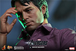 Hot Toys Bruce Banner Sixth Scale Figure