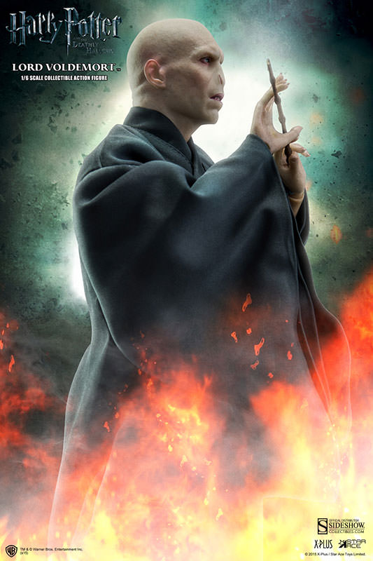 http://www.sideshowtoy.com/assets/products/902318-lord-voldemort/lg/902318-lord-voldemort-004.jpg