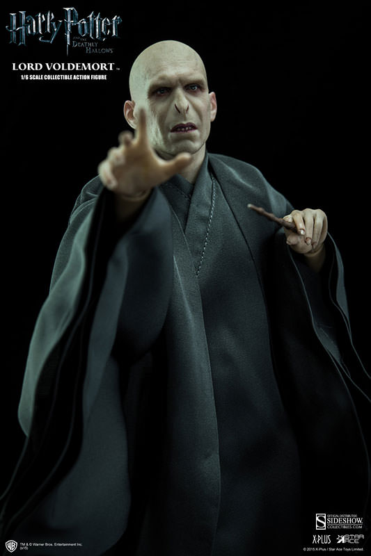 http://www.sideshowtoy.com/assets/products/902318-lord-voldemort/lg/902318-lord-voldemort-007.jpg