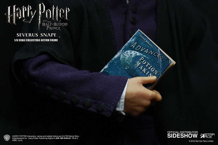 http://www.sideshowtoy.com/assets/products/902576-severus-snape/lg/harry-potter-severus-snape-sixth-scale-star-ace-902576-11.jpg