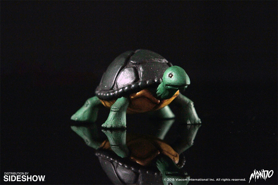 http://www.sideshowtoy.com/assets/products/902592-michelangelo/lg/tmnt-michelangelo-sixth-scale-mondo-902592-05.jpg