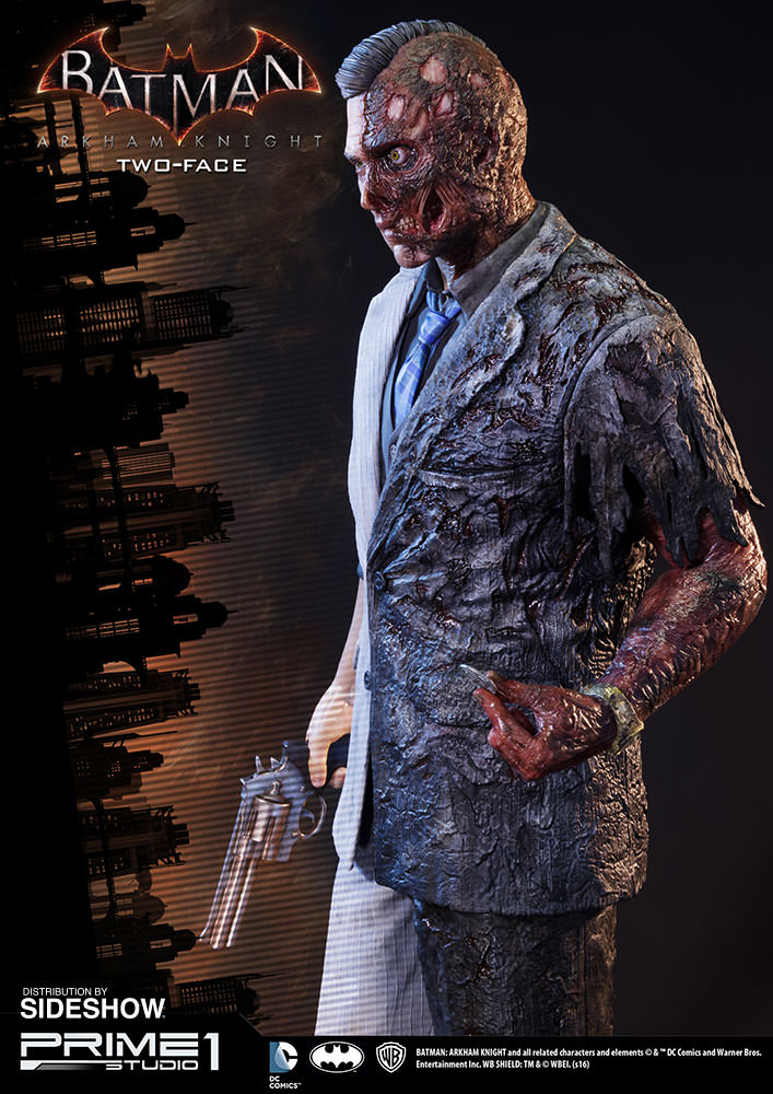 Two Face Feels Lucky In New Batman Arkham City Image: DC Comics Two-Face Polystone Statue By Prime 1 Studio