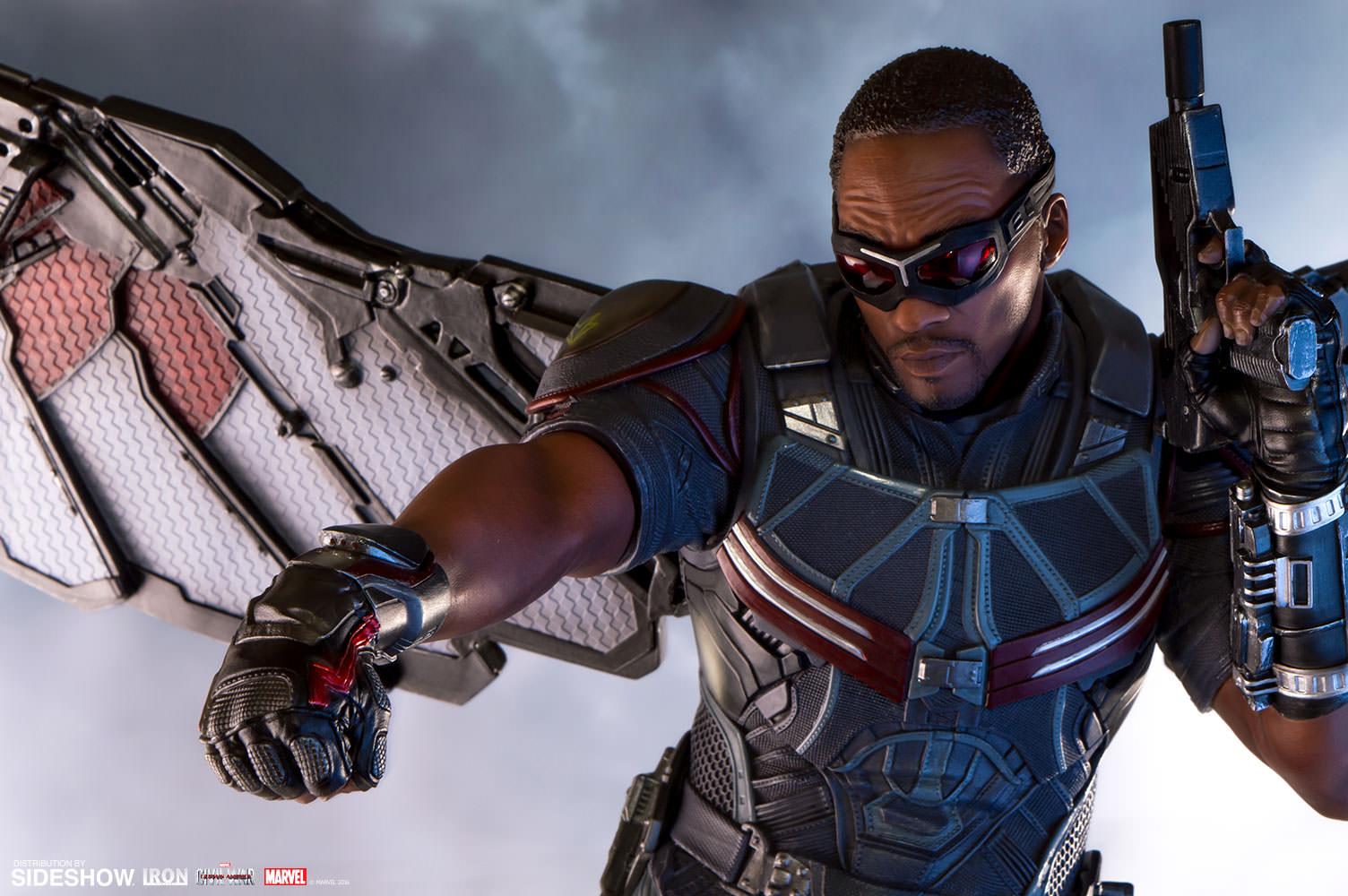 Marvel falcon polystone statue by iron studios sideshow - Faucon avengers ...