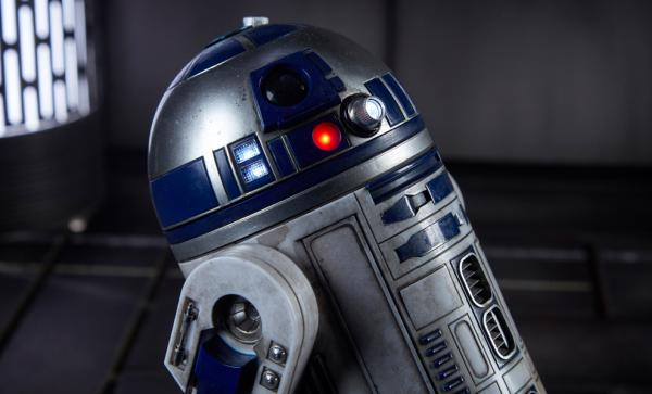 R2-D2 Deluxe Sixth Scale Figure
