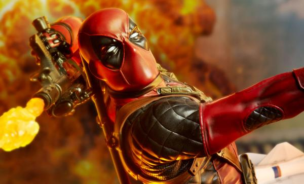 Deadpool Heat-Seeker Premium Format™ Figure