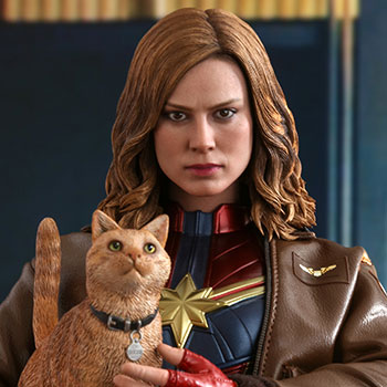 Hot Toys Captain Marvel Deluxe Version Collectible