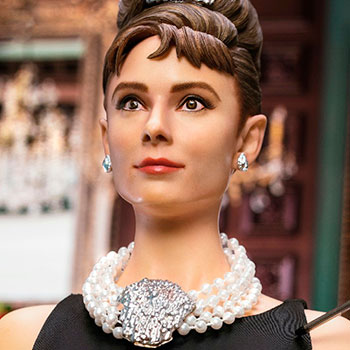 Audrey Hepburn as Holly Golightly (Deluxe With Light) Collectible