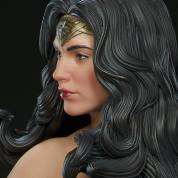 Wonder Woman Premium Format™ Figure