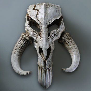 Mandalorian Skull Wall Decor Statue
