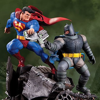 Batman VS Superman Statue