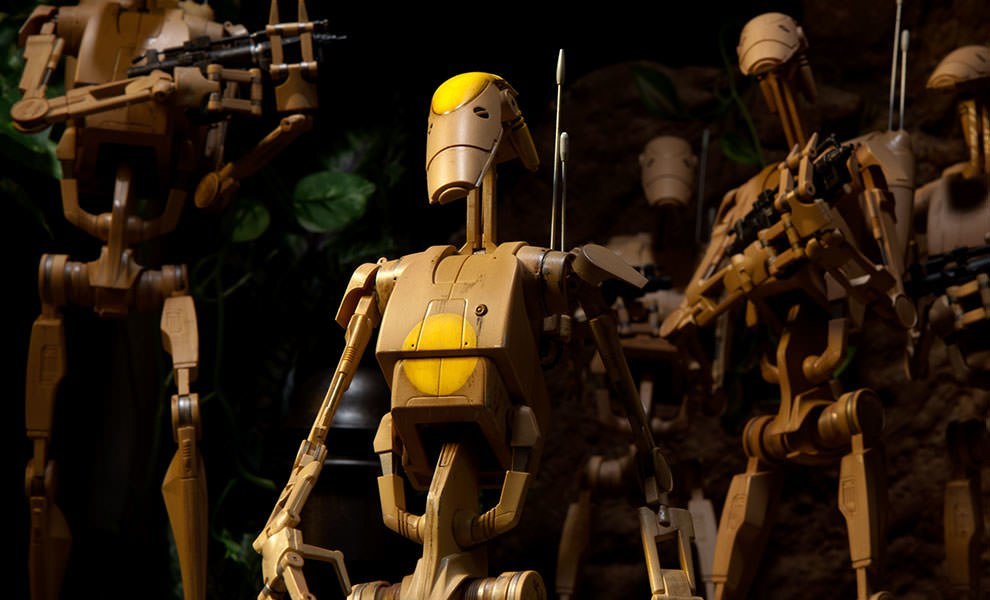 Gallery Feature Image of OOM-9 Battle Droid Commander Sixth Scale Figure - Click to open image gallery