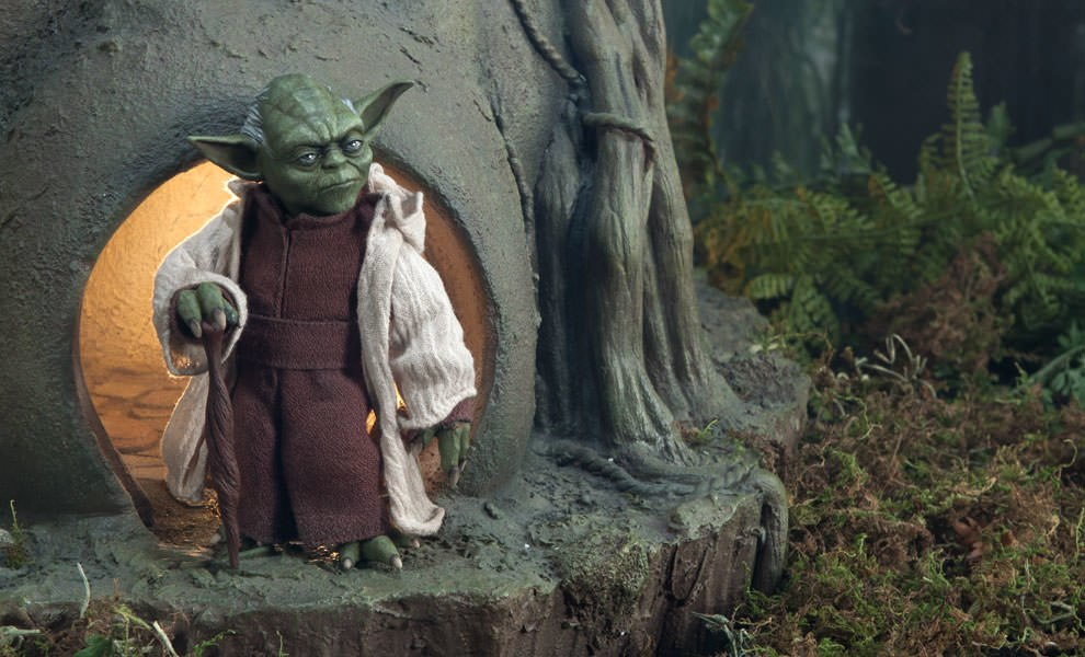 Gallery Feature Image of Yoda: Jedi Master Sixth Scale Figure - Click to open image gallery