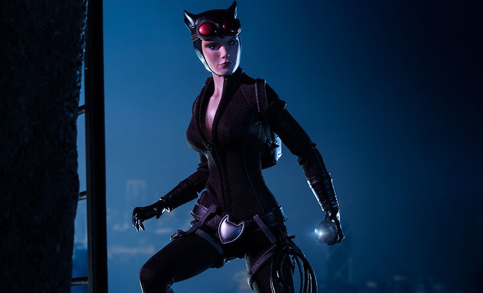 Gallery Feature Image of Catwoman Sixth Scale Figure - Click to open image gallery