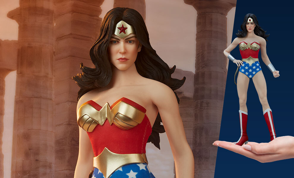Gallery Feature Image of Wonder Woman Sixth Scale Figure - Click to open image gallery