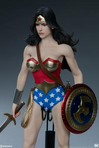 Gallery Image of Wonder Woman Sixth Scale Figure
