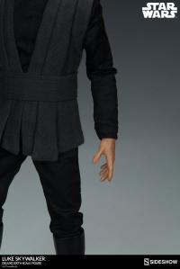Gallery Image of Luke Skywalker Deluxe Sixth Scale Figure