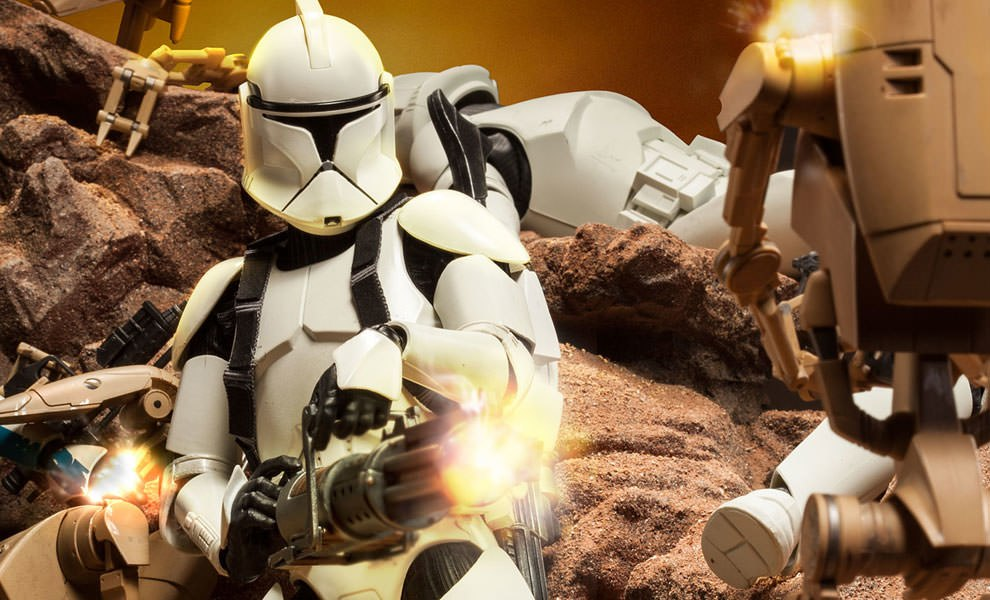 Gallery Feature Image of Clone Trooper Deluxe: 'Shiny' Sixth Scale Figure - Click to open image gallery