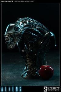 Gallery Image of Alien Warrior Legendary Scale™ Bust