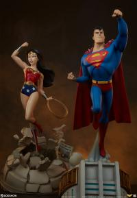 Gallery Image of Wonder Woman Statue