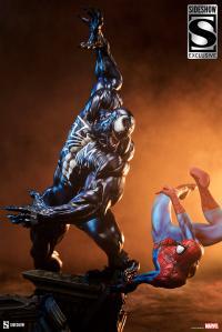 Gallery Image of Spider-Man vs Venom Maquette