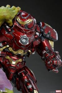 Gallery Image of Hulk vs Hulkbuster Maquette
