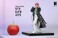 Gallery Image of V Deluxe Statue