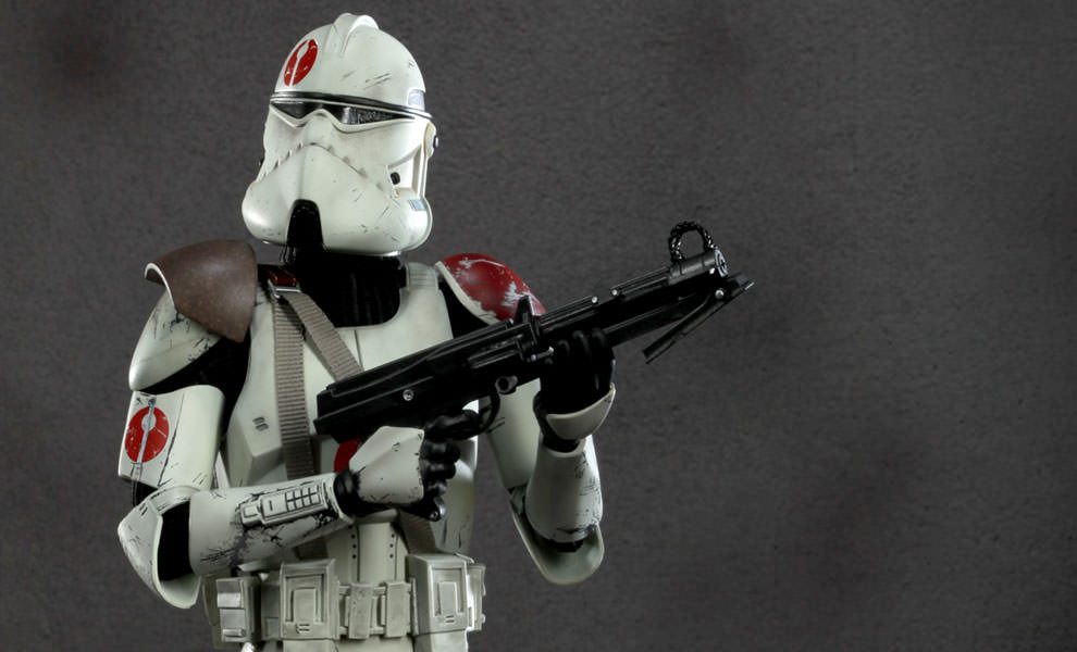 Gallery Feature Image of Commander Neyo Sixth Scale Figure - Click to open image gallery