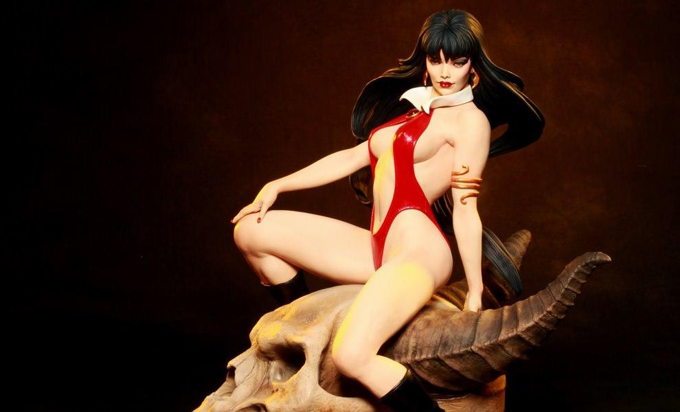 Gallery Feature Image of Vampirella Premium Format™ Figure - Click to open image gallery