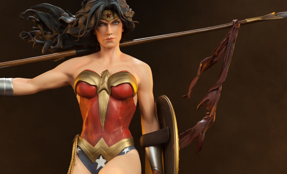 Gallery Feature Image of Wonder Woman Premium Format™ Figure - Click to open image gallery
