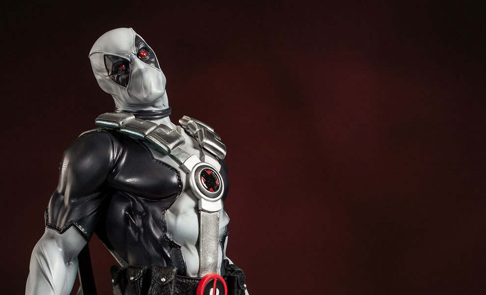 Gallery Feature Image of Deadpool - X-Force Premium Format™ Figure - Click to open image gallery