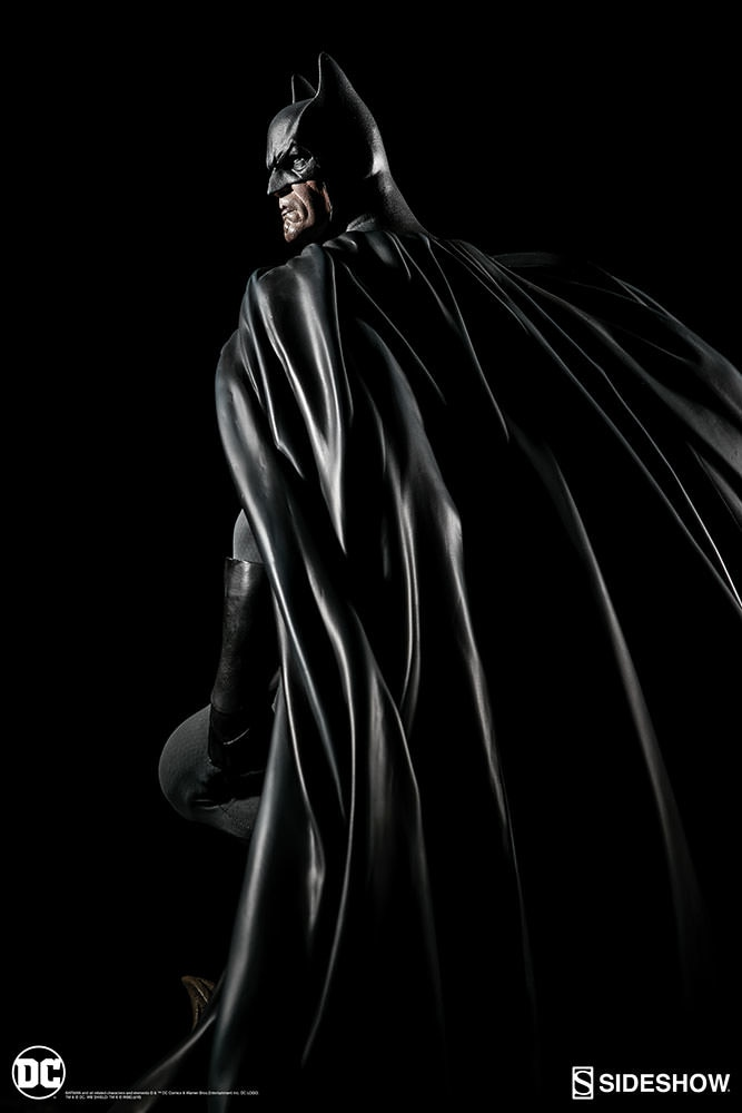 DC Comics Batman Premium Format Figure by Sideshow Collectib