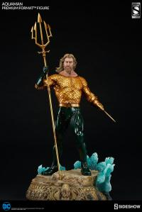 Gallery Image of Aquaman Premium Format™ Figure