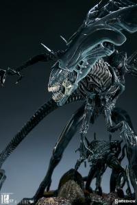 Gallery Image of Alien Queen Maquette