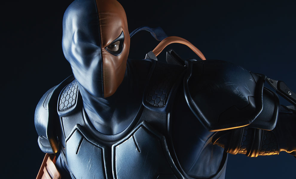 Gallery Feature Image of Deathstroke  Premium Format™ Figure - Click to open image gallery