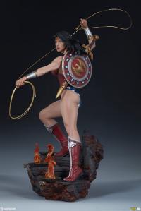 Gallery Image of Wonder Woman Premium Format™ Figure