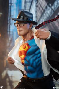 Gallery Image of Superman™: Call to Action Premium Format™ Figure