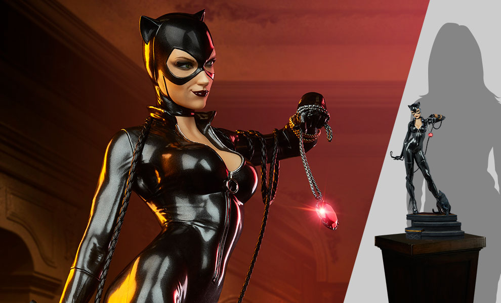 Gallery Feature Image of Catwoman Premium Format™ Figure - Click to open image gallery