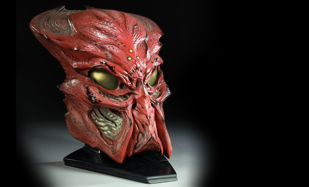 Gallery Feature Image of Ceremonial Predator Mask Prop Replica - Click to open image gallery