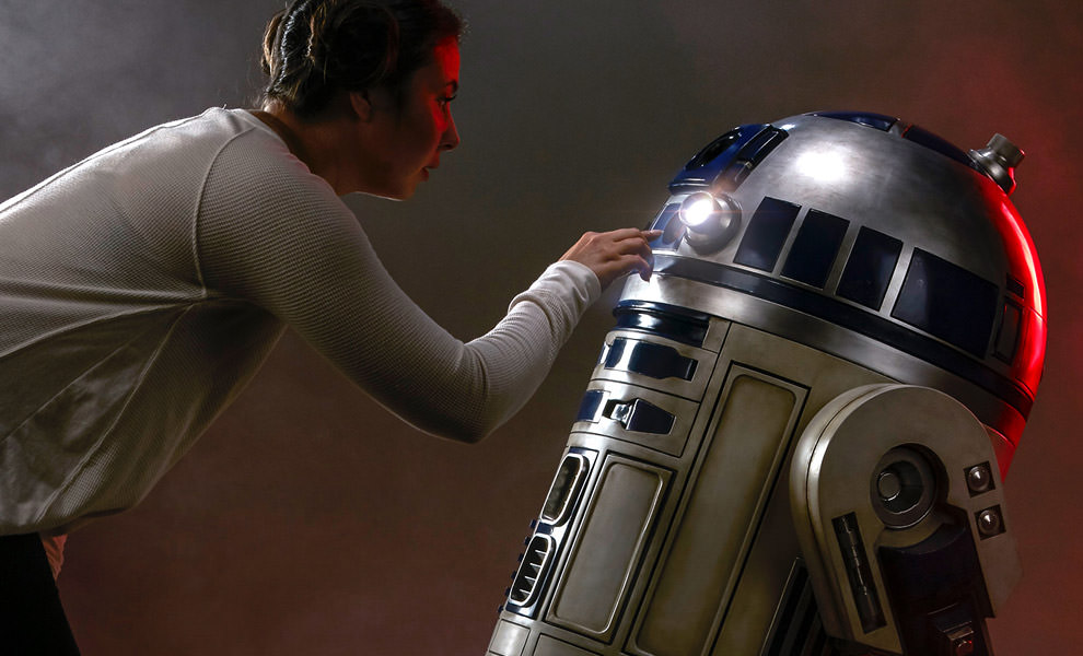 Gallery Feature Image of R2-D2 Life-Size Figure - Click to open image gallery