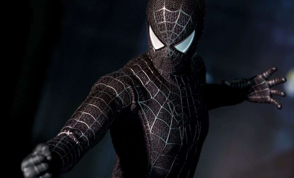 Gallery Feature Image of Spider-Man Black Suit Version Sixth Scale Figure - Click to open image gallery