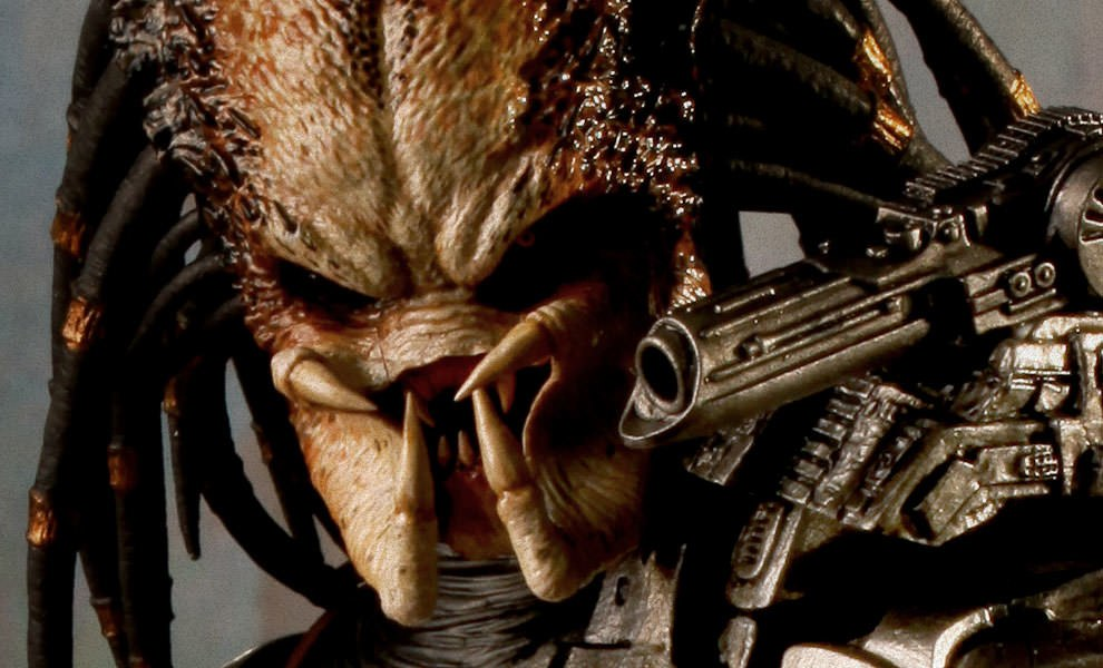 Gallery Feature Image of Classic Predator Sixth Scale Figure - Click to open image gallery