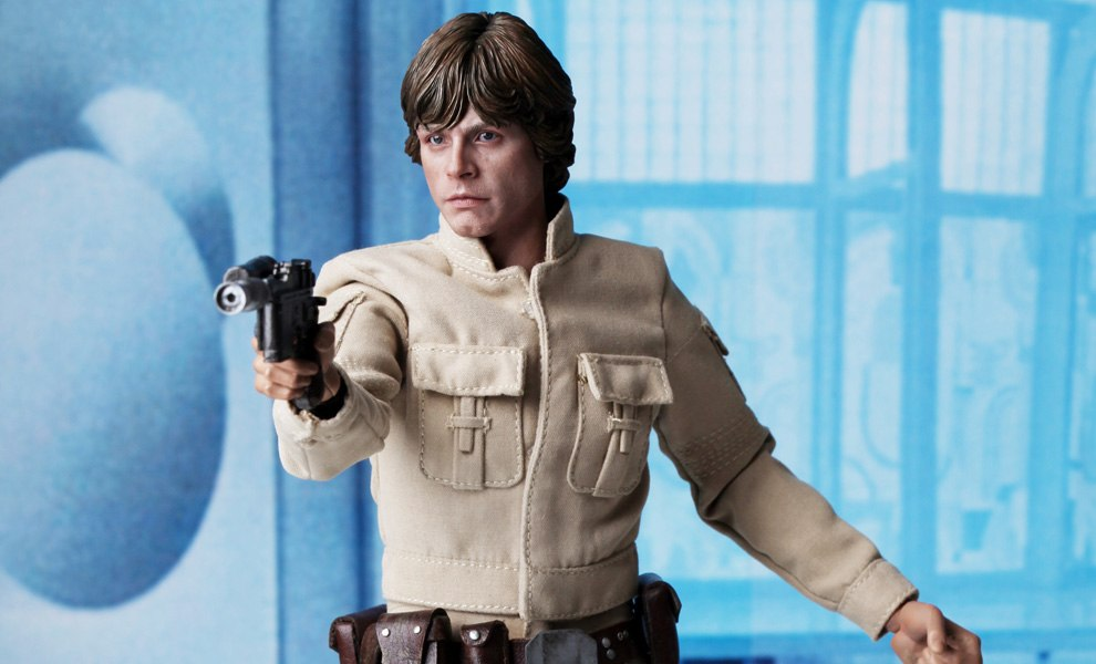 Gallery Feature Image of Star Wars : Luke Skywalker (Bespin Outfit) DX series Sixth Scale Figure - Click to open image gallery