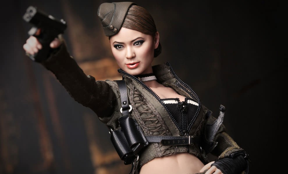 Gallery Feature Image of Amber Sixth Scale Figure - Click to open image gallery