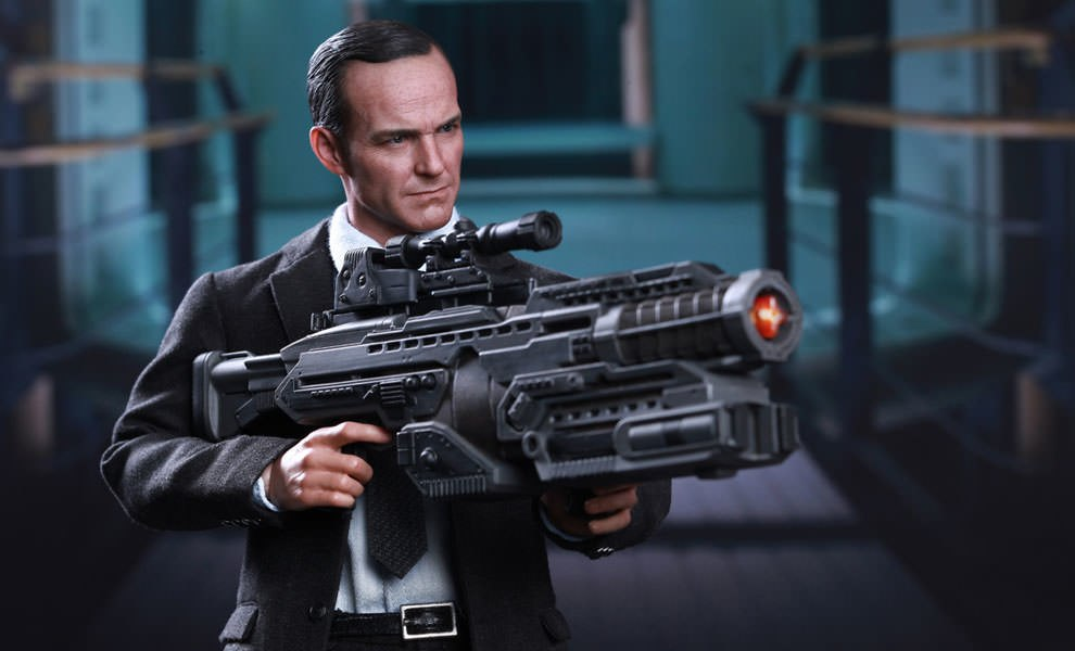 Gallery Feature Image of Agent Phil Coulson Sixth Scale Figure - Click to open image gallery