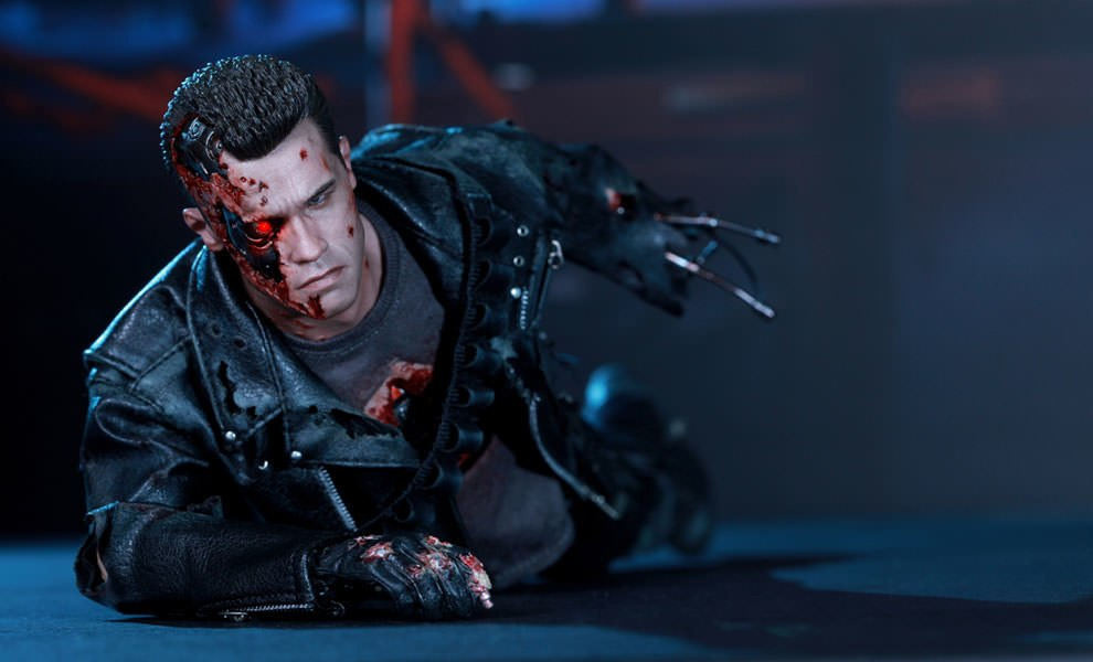 Gallery Feature Image of T-800 (Battle Damaged) Sixth Scale Figure - Click to open image gallery