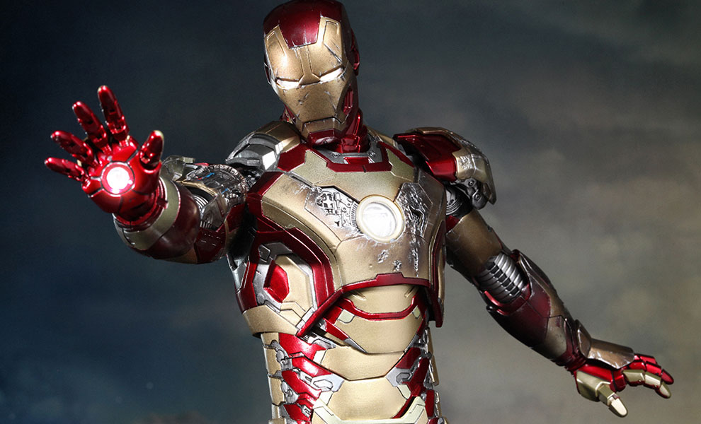 Gallery Feature Image of Iron Man Mark XLII (42) Sixth Scale Figure - Click to open image gallery